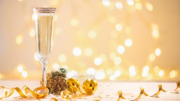 Champanhe pronto para trazer o ano novo, cartão de natal, natal