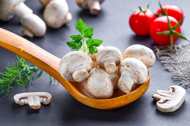 Champignon branco para cozinhar deliciosos pratos de cogumelos caseiros