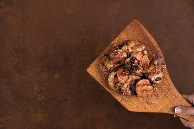 Champignon cozido em leito plano