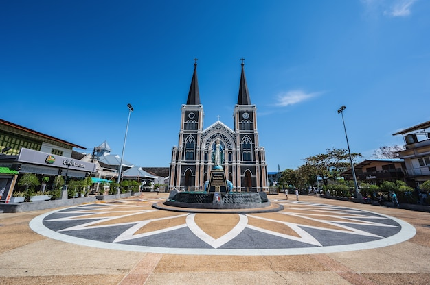 Chanthaburi, tailândia-28 de novembro de 2020: exterior da catedral da imaculada conceição chanthaburi.a catedral da imaculada conceição é uma igreja católica e está localizada na cidade de chanthaburi.