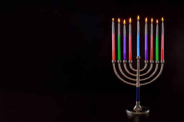 Chanucá, um símbolo de menorá em chamas judaísmo, feriado judaico tradicional
