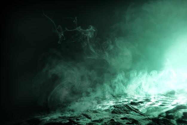 Chão com fumaça e fundo escuro