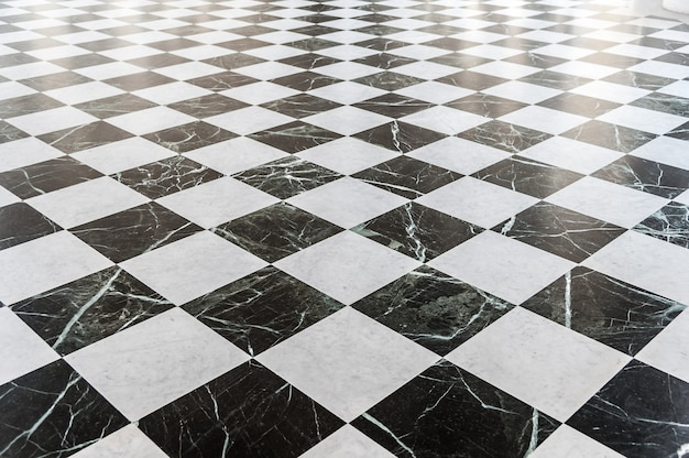 Chão de mármore xadrez preto e branco
