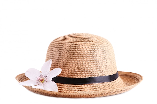 Chapéu bonito com flor isolado no branco