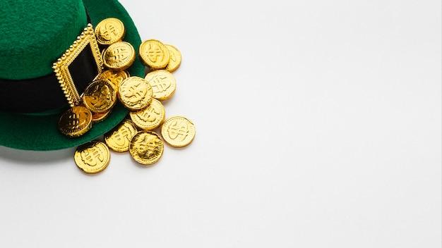 Chapéu de duende e moldura de moedas