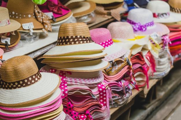 Chapéu de mão tecer em loja