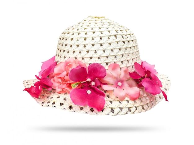 Chapéu de palha com flor rosa isolado no fundo branco