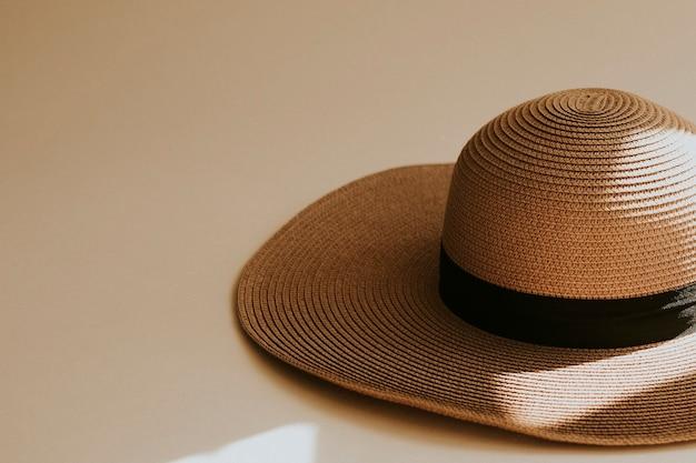 Chapéu de palha de aba larga