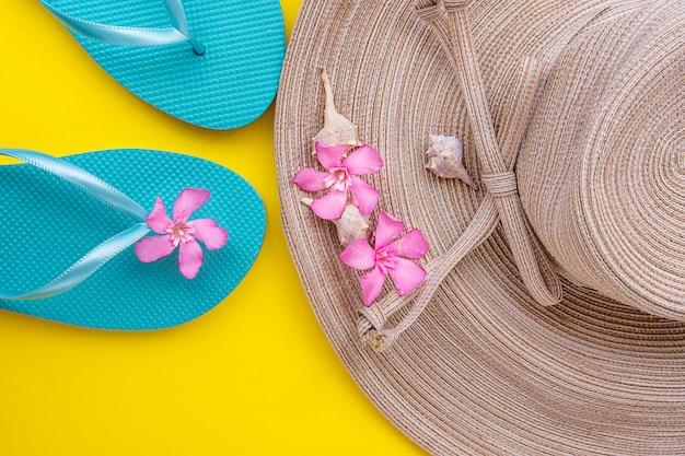 Chapéu de palha de mulheres com flores cor de rosa do arco-íris chinelos de mar ...