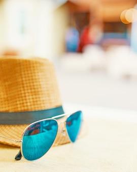 Chapéu de palha em um dia quente de folga.