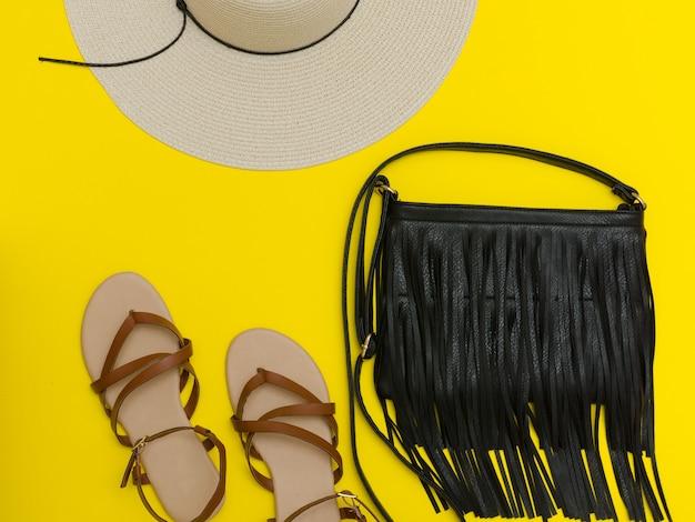 Chapéu de praia feminino, bolsa, sandálias em amarelo
