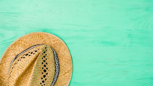 Chapéu de verão a bordo