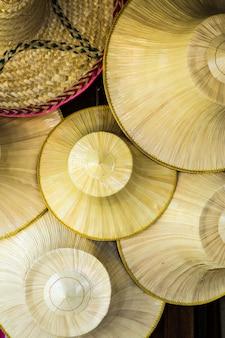 Chapéu de vime tailandês tradicional que os agricultores na tailândia usuário