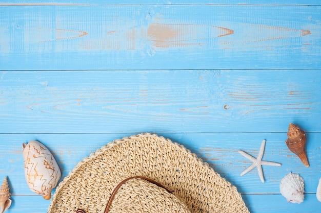 Chapéu e concha em azul