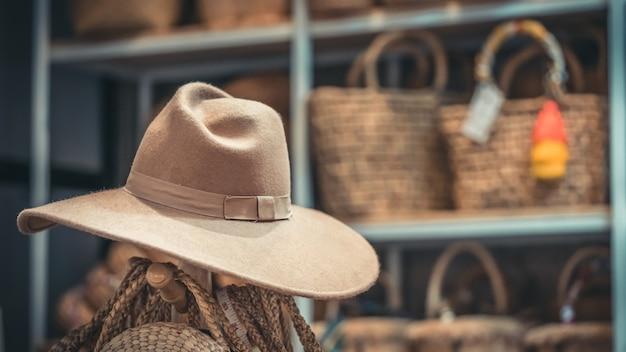 Chapéu marrom casual