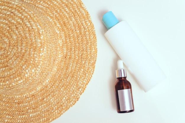 Chapéu solar, protetor solar e óleo para proteção da pele