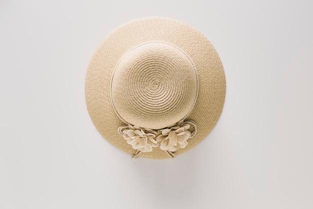 Chapéus de palha de vista superior