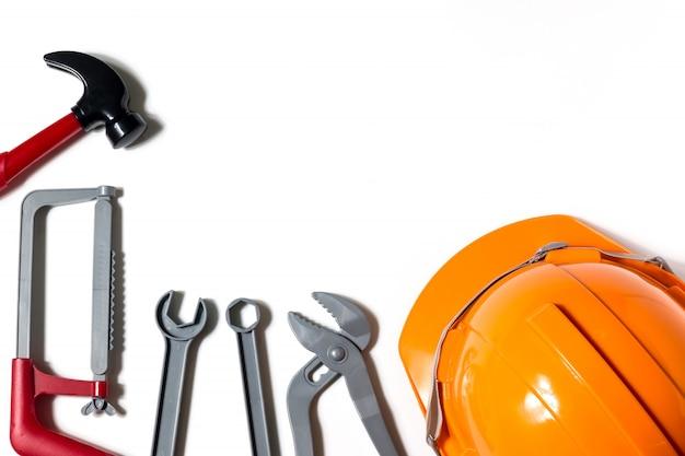 Chapéus, engenheiros e técnicos são ferramentas e são usados no planejamento financeiro, no espaço da cópia.