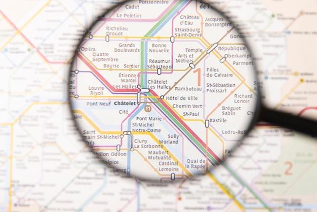 Chatelet de estação de metro em negrito em paris