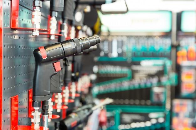 Chave pneumática profissional, oficina mecânica. pneu e equipamento de serviço automotivo
