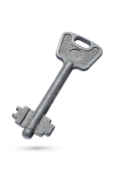 Chave retro. chave velha enferrujada isolada na superfície branca com traçado de recorte