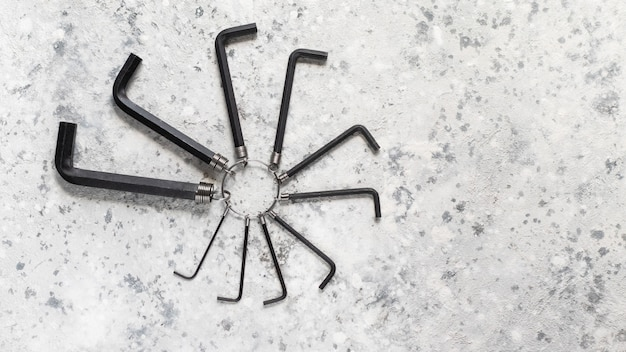 Chave sextavada manual de ferramentas mecânicas l conjunto completo de preto em um concreto cinza