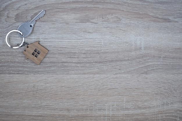 Chaves da casa para os proprietários. locação e venda de casas