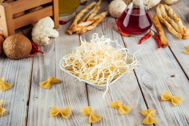 Chechil de queijo defumado em uma tigela
