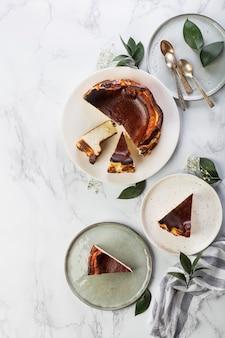 Cheesecake caseiro san sebastian basque com cream cheese e baunilha