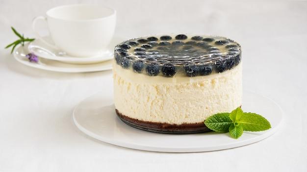 Cheesecake com geléia de mirtilo e limão