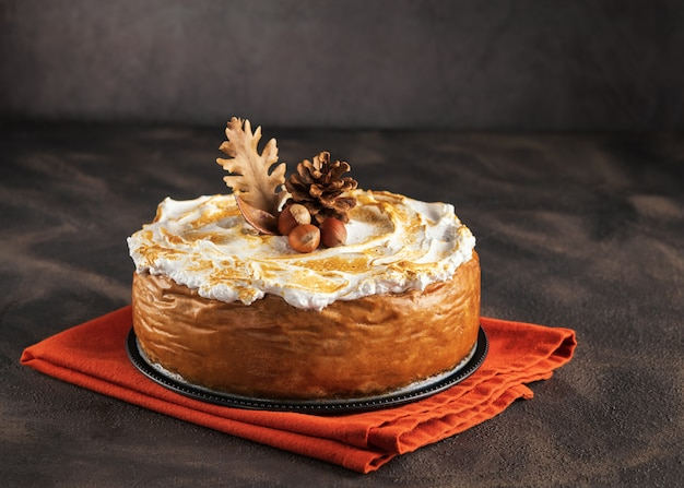 Cheesecake de abóbora com cobertura de merengue de marshmallow