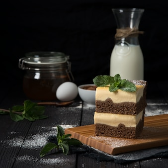 Cheesecake de chocolate com recheio de baunilha