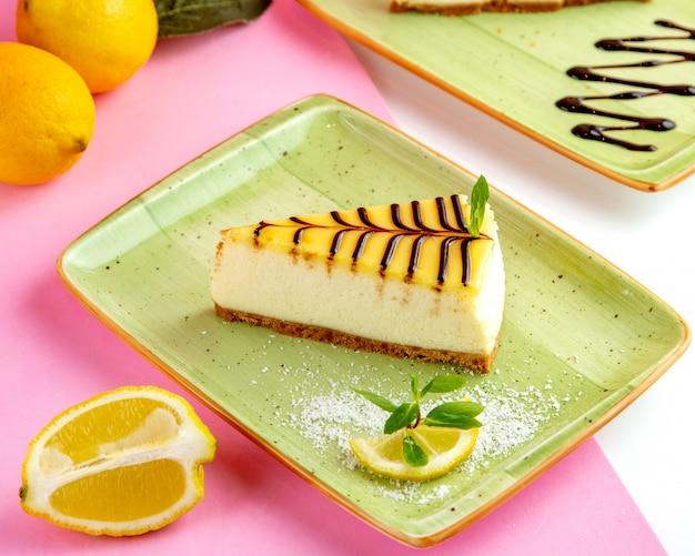 Cheesecake de limão com creme de queijo mascarpone