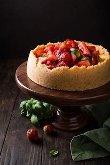 Cheesecake de morango com manjericão