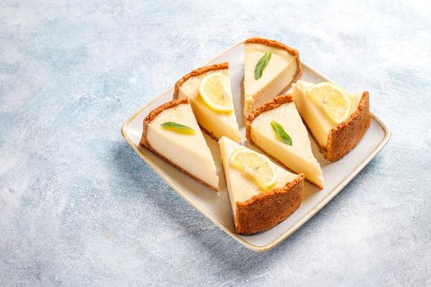 Cheesecake de newyork caseiro com limão e hortelã, sobremesa orgânica saudável