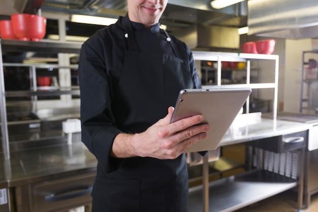 Chef com um tablet