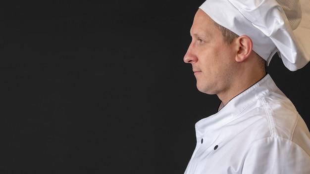 Chef de close-up posando com cópia-espaço