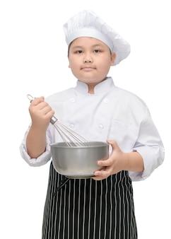Chef de criança mantenha batedor com chapéu de cozinheiro e avental