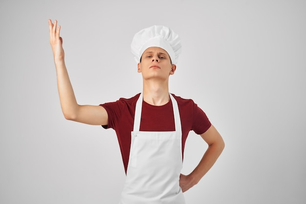 Chef masculino uniforme profissional trabalha restaurante