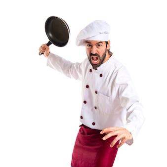 Chef segurando frigideira