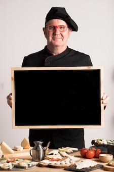 Chef, segurando o quadro em branco