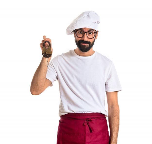 Chef, segurando, vintage, cadeado, branca, fundo