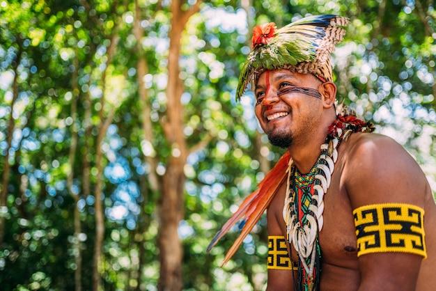 Chefe da tribo pataxó sorrindo
