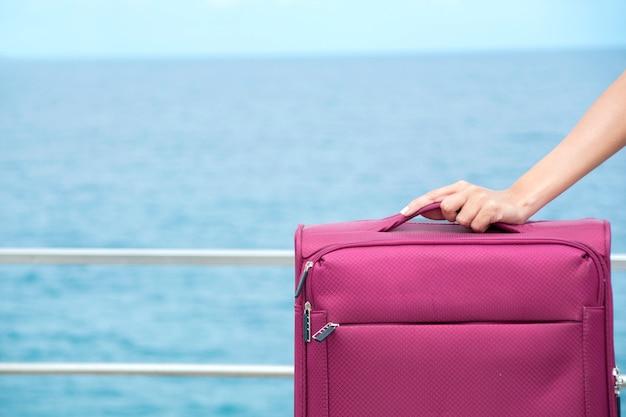 Chega ao seu destino com sua mala de viagem.