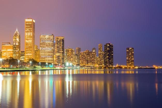 Chicago no centro da cidade ao entardecer