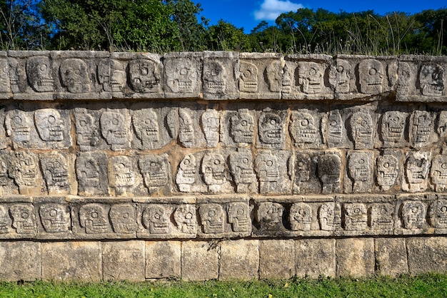 Chichen itza tzompantli a parede das caveiras