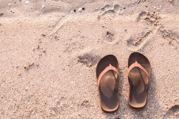 Chinelos na praia
