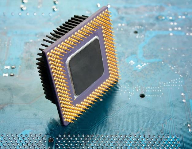 Chip de silício antigo na placa eletrônica