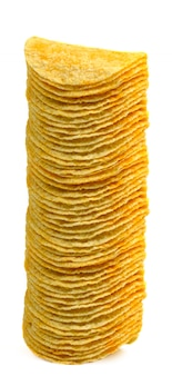 Chips de batata no fundo branco