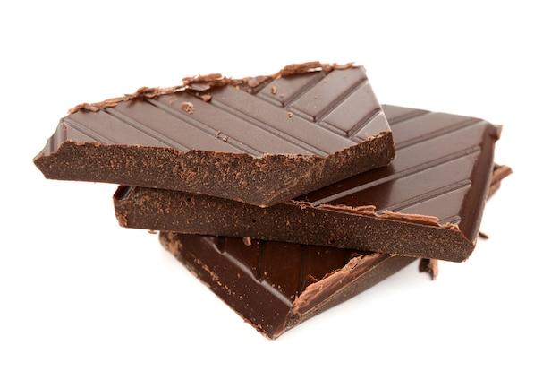 Chocolate amargo em um branco